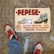 Szyld firmy obuwniczej PEPEGE