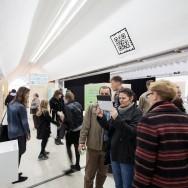 """Zwiedzanie wystawy """"Miasto na sprzedaż"""" w rozszerzonej rzeczywistości"""